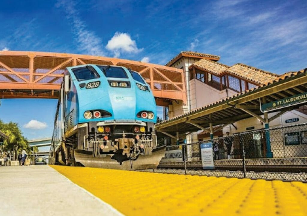 Tri-Rail - Train arriving to the station
